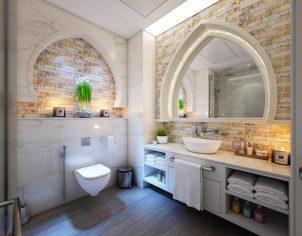 lustro wiszące na głównej ścianie w łazience